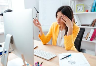 Businesswoman having head pain