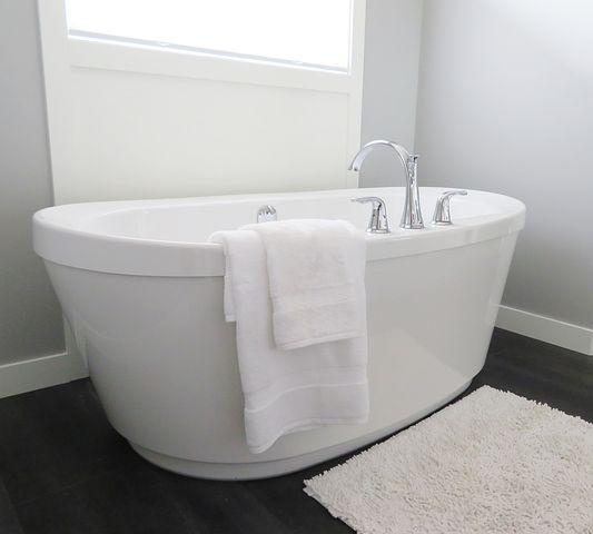 A big white bathtub
