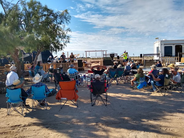 Live music at the Oasis in Slab City.
