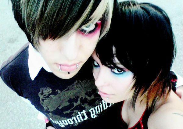 emo-couple-emo-hug-love