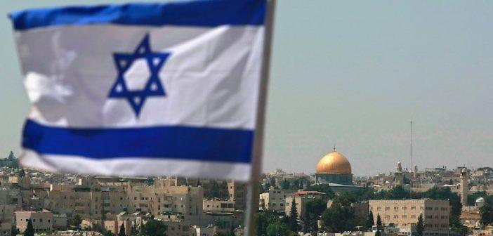 Израильский флаг в Восточном Иерусалиме. (Photo by David Silverman/Getty Images)