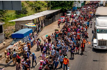 over-a-thousand-hondurans-marching-to-our-southern-border-620x408