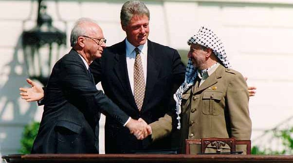 bill_clinton-_yitzhak_rabin-_yasser_arafat_at_the_white_house_1993-09-13
