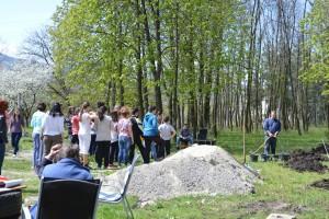 Разговори, спомени и засаждане на дръвчета. Фото: Преслава Цачева