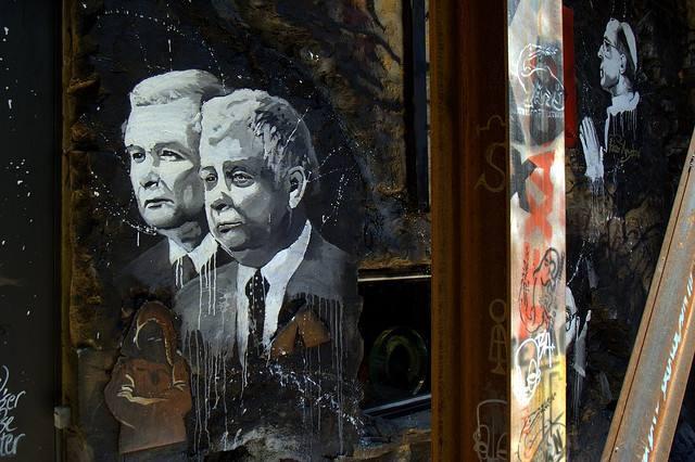Ярослав и Лех Качински сред други католически графити; Снимка: Тиери Ерман; Лиценз: CC BY 2.0