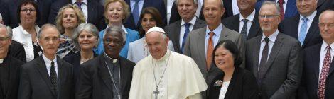 Папа Франциск моли милост за климата. Петролната индустрия отказва.
