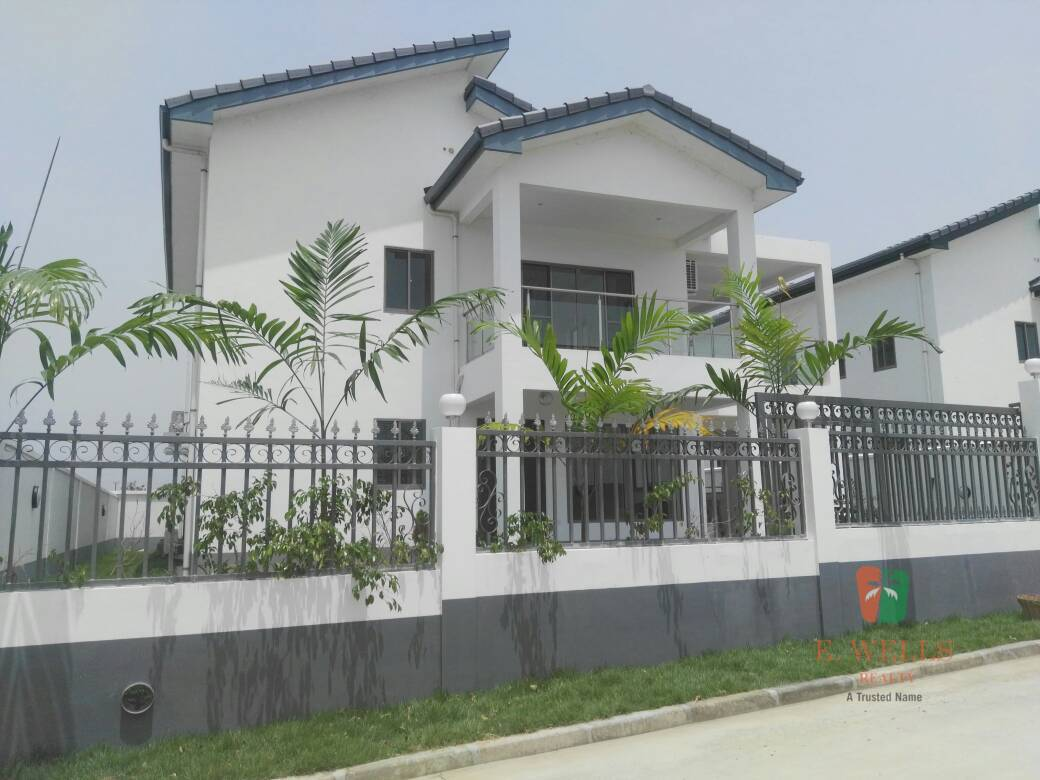 4 Bedroom Townhouse For Sale in Airport Hills