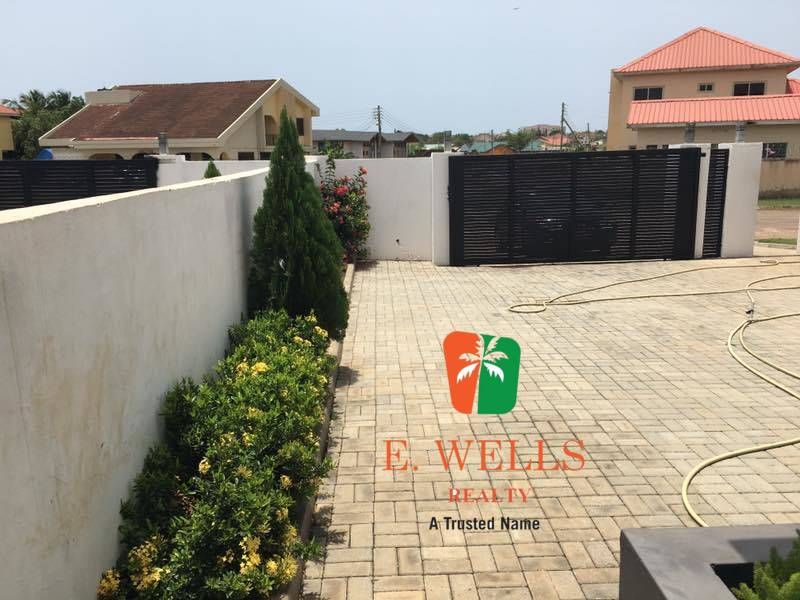 4 Bedroom House For Sale in Tema Community 20