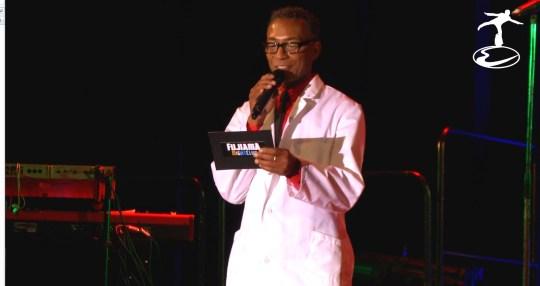 Morris Perry vom Fujiama Nightclub erklärt die Darwinsche Evolution im Fujiama Nightclub