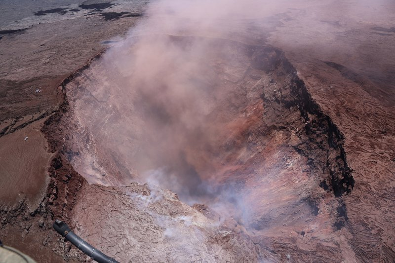 Hawaii volcano forces 1,500 from homes as lava bubbles up