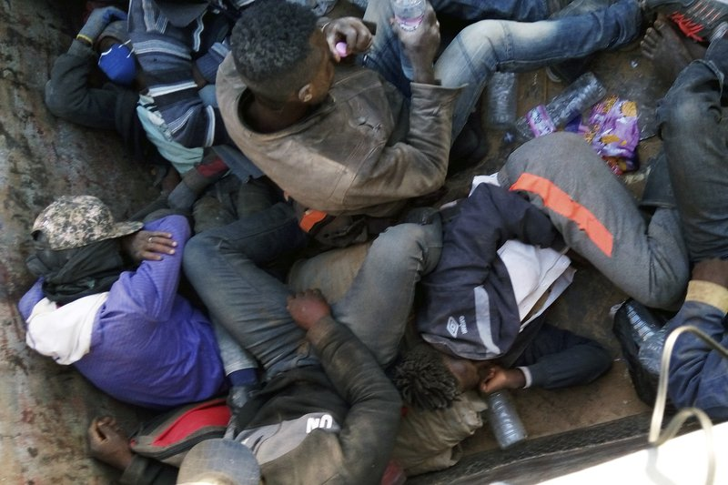 Algeria abandons 13,000 migrants in the Sahara in waves