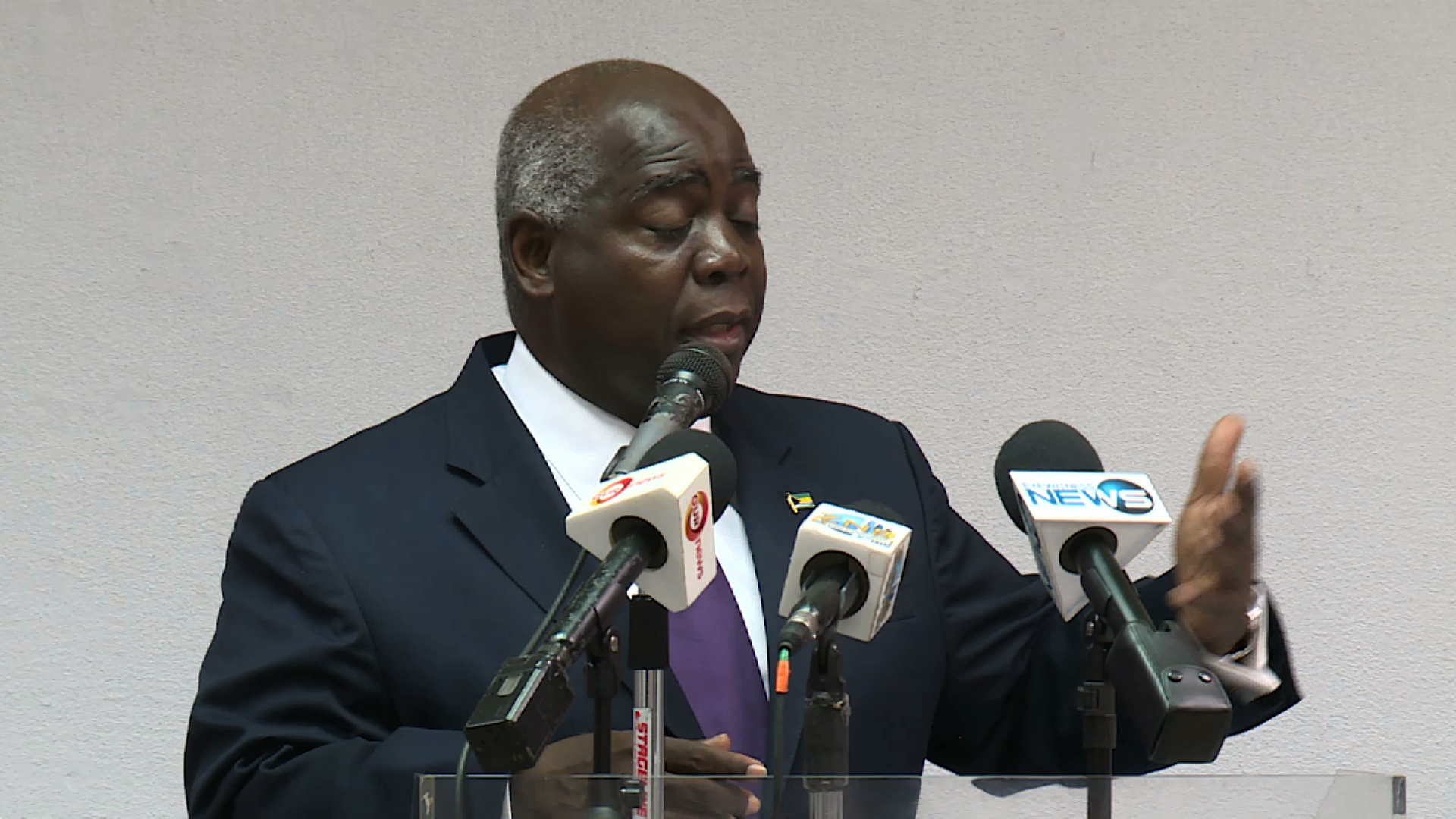 Davis calls on Cabinet ministers to resign