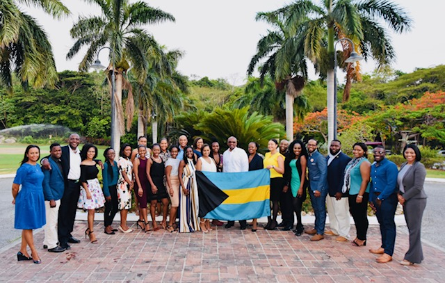 PM meets with Bahamian students ahead of CARICOM meetings in Jamaica