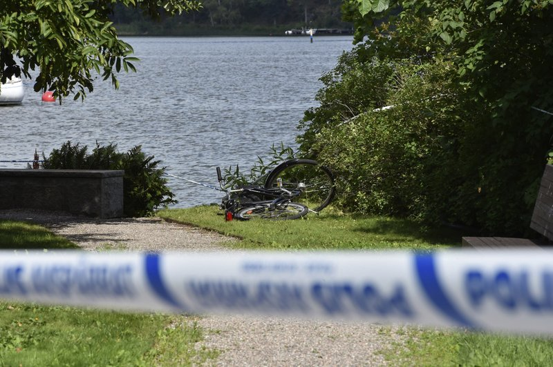 Thieves steal Swedish royal jewels, escape by speedboat