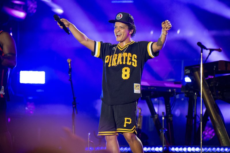 Boyz II Men, Charlie Wilson to join Bruno Mars on tour