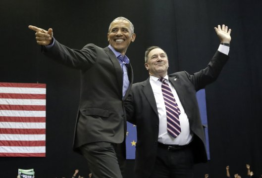 Obama, Trump offer dueling final pitches to midterm voters