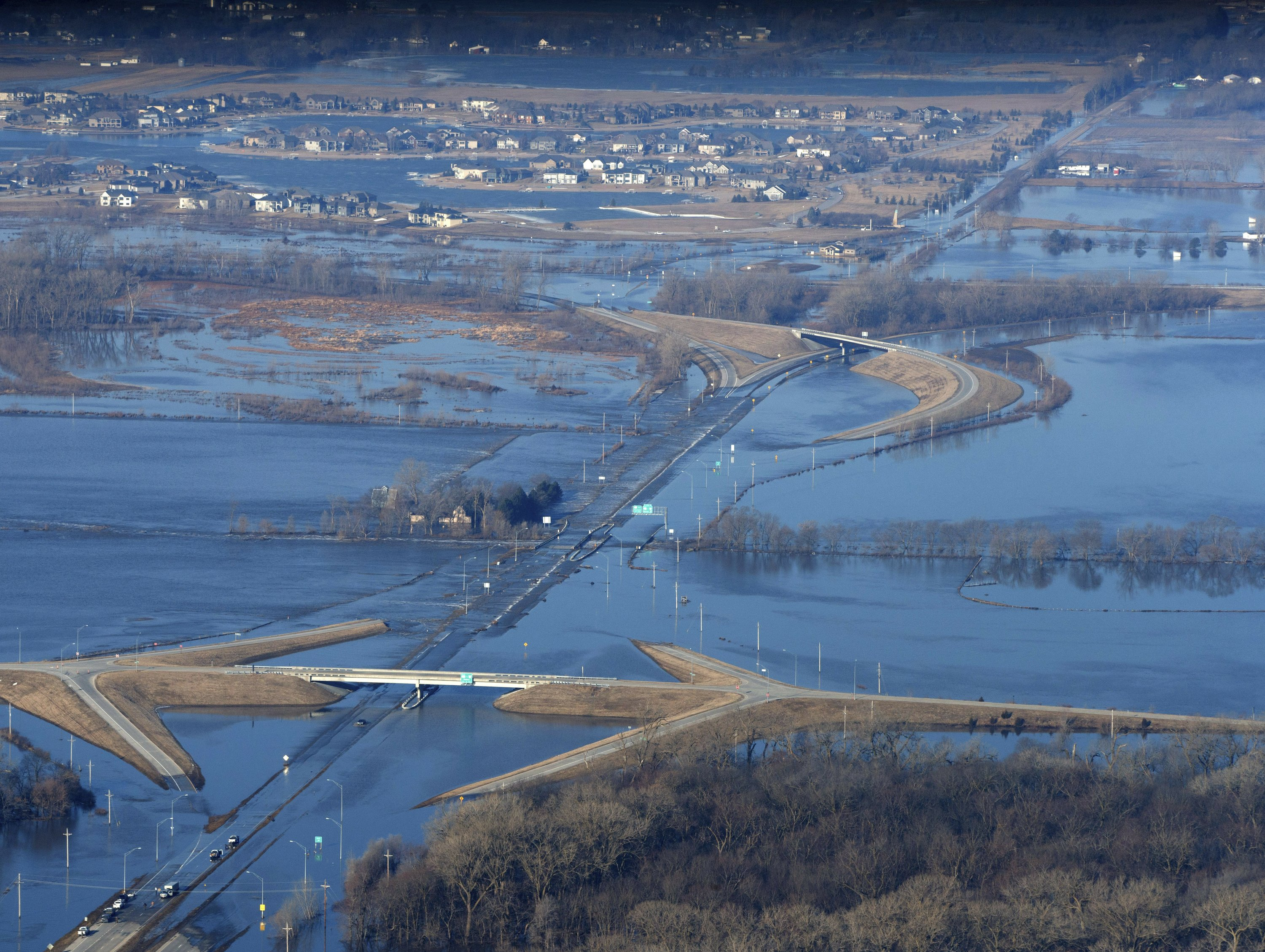 More evacuations in Midwest as floodwaters head downstream