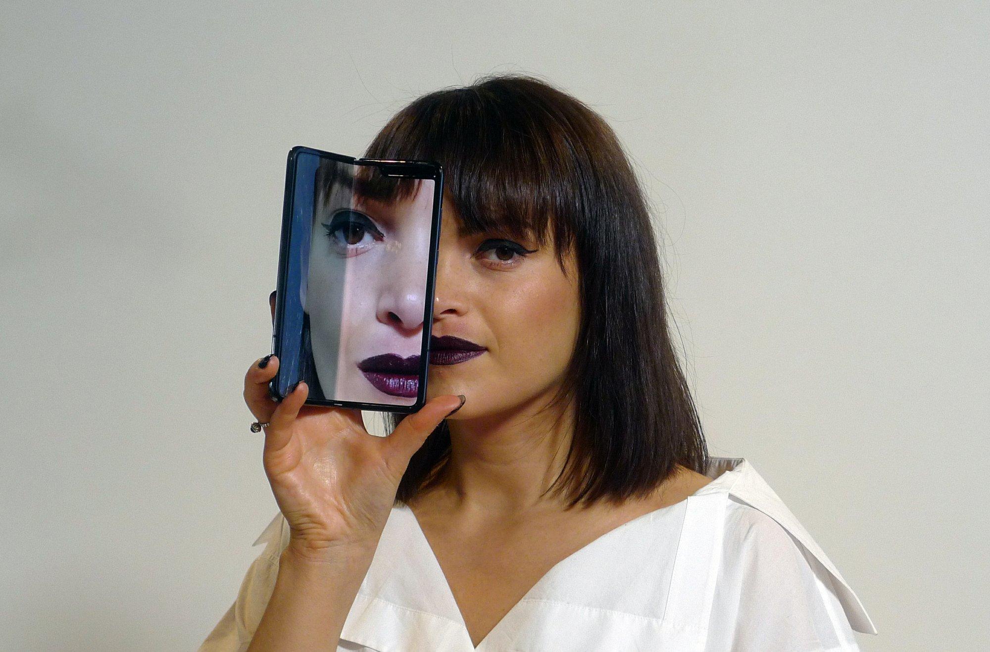 New Samsung handset: Innovation hinges on folding screen