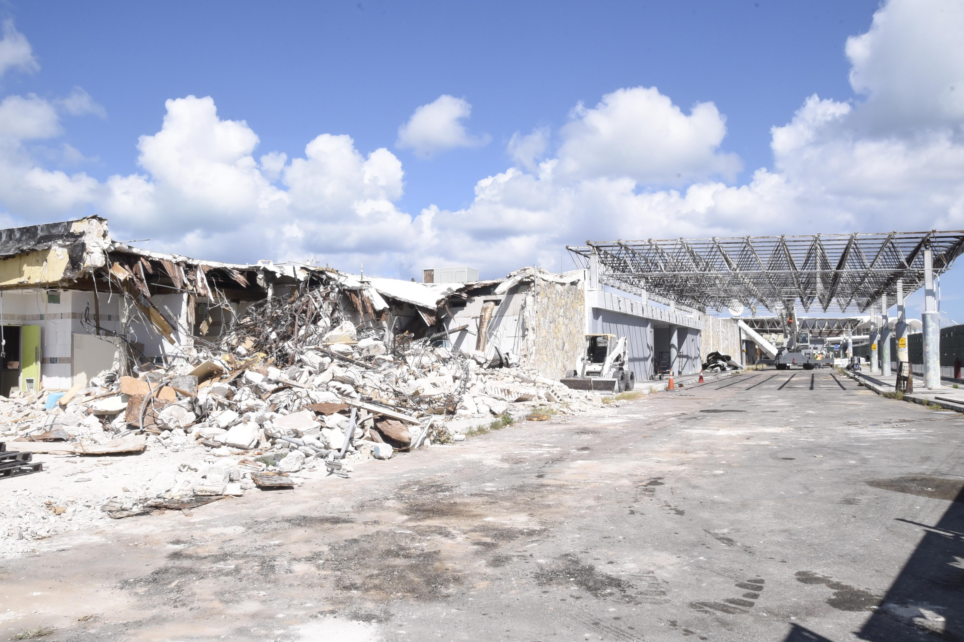 NAD begins demolition of old Domestic /Int'l terminal at LPIA
