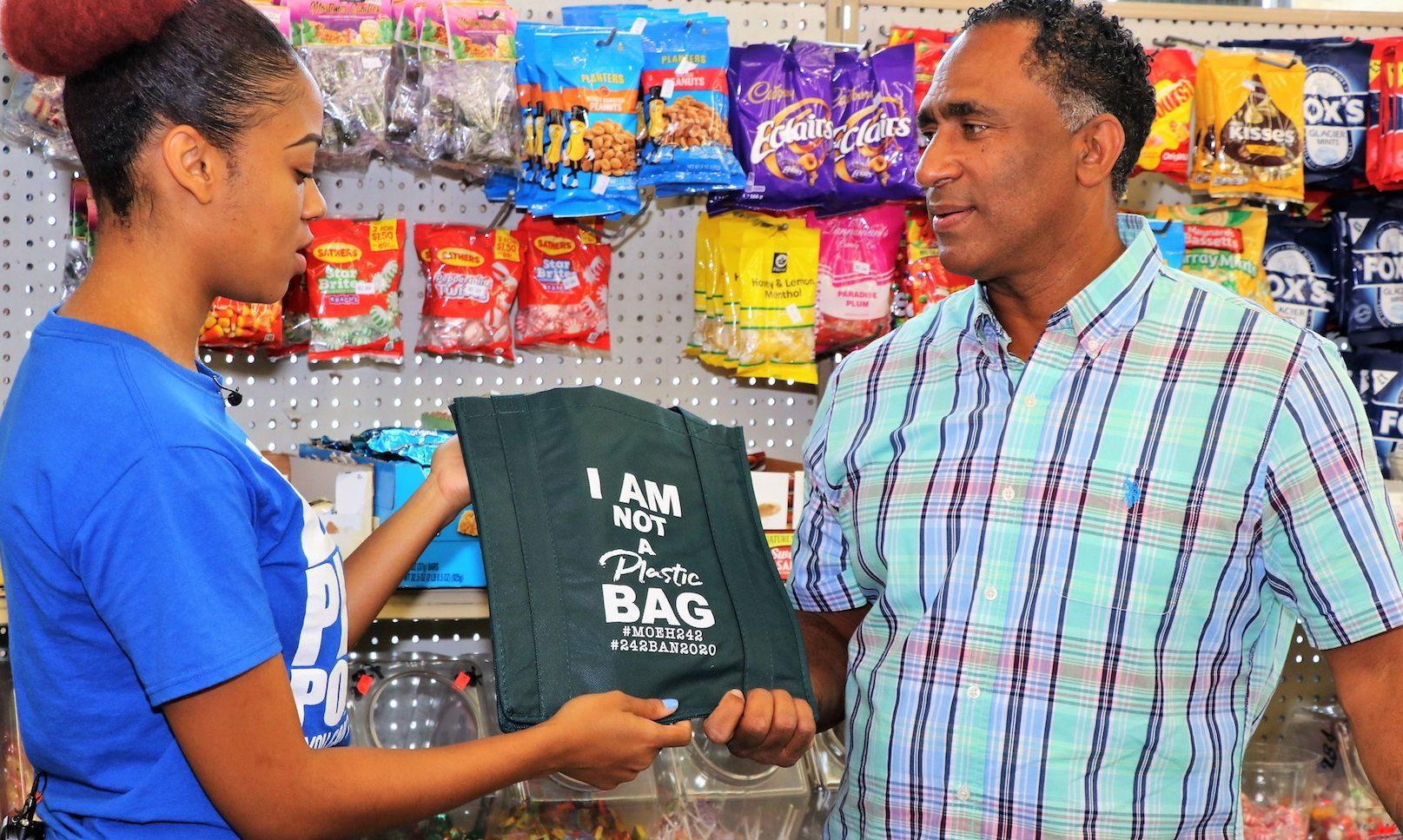 Environment and Housing hosts shopping bag giveaway