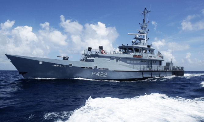 Eight Haitians rescued after boat runs aground