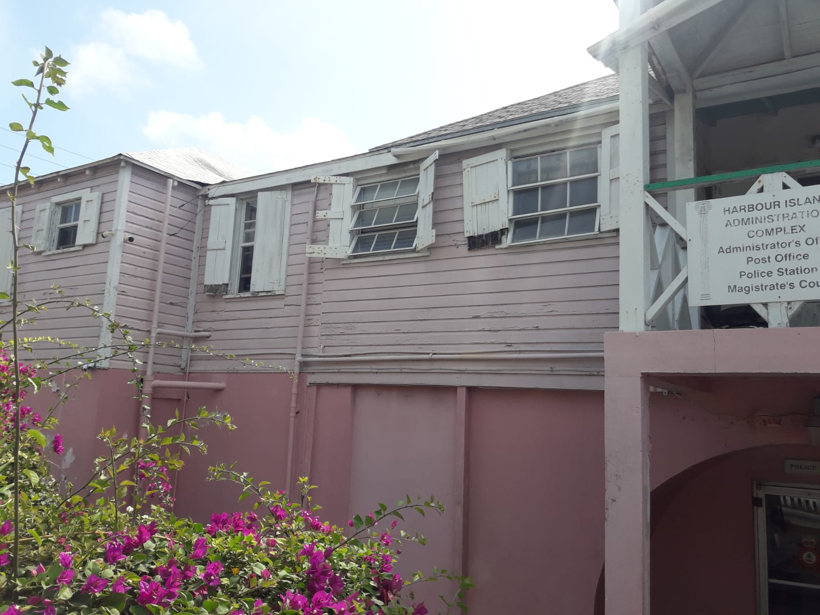 Harbour Island govt. workers protest mould and rodent infestation