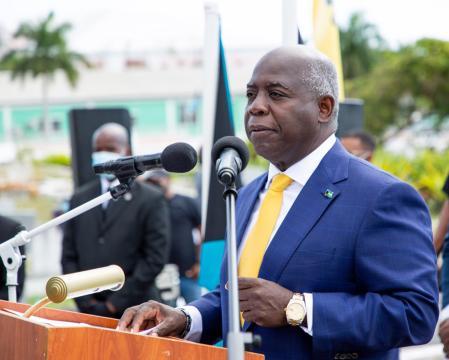 HEAD-ON: Davis challenges PM to public debate