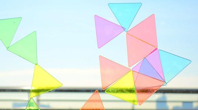 sankakumado 三角窓 窓に貼り付けて遊ぶビニール製のおもちゃ