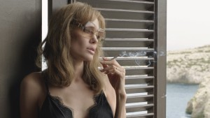 Angelina Jolie Pitt - A smoking mess