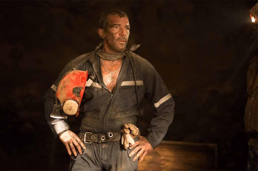 Antonio Banderas in movie The 33