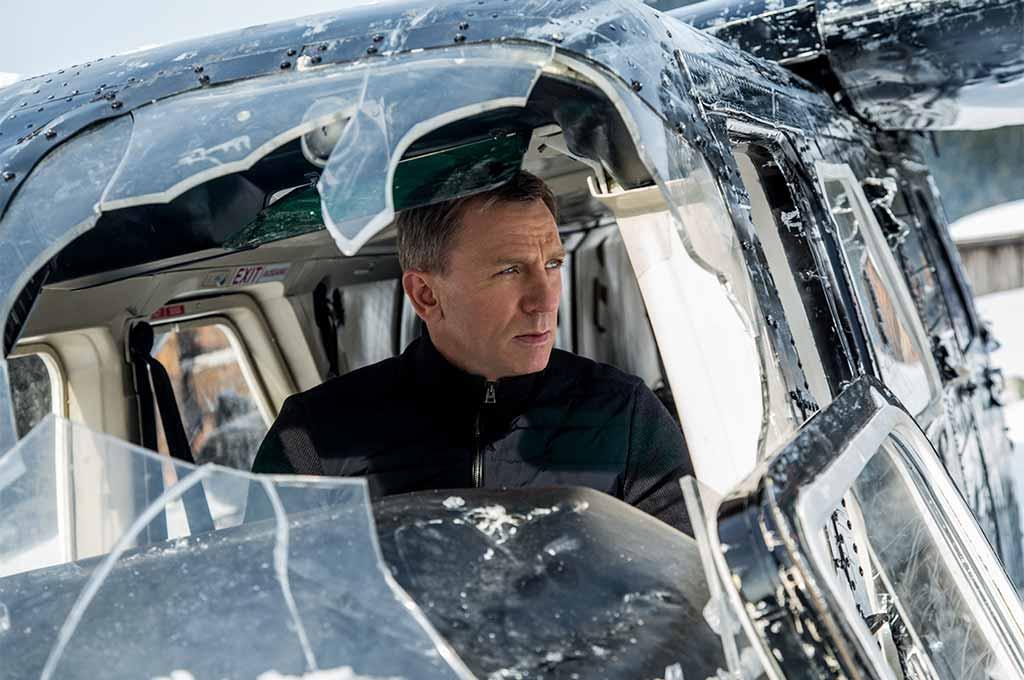 Daniel Craig, as James Bond, ponders his next move in Specre