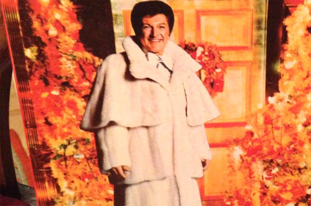 Liberace does Christmas, badly