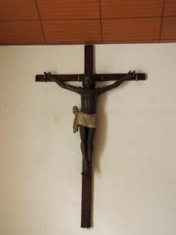 Crucifijo a la entrada