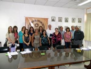 Ingreso directo: Dra. Graciela Vallecillo con algunos de los directivos firmantes.