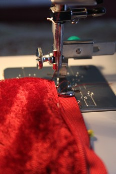 Correct way to sew on the zipper