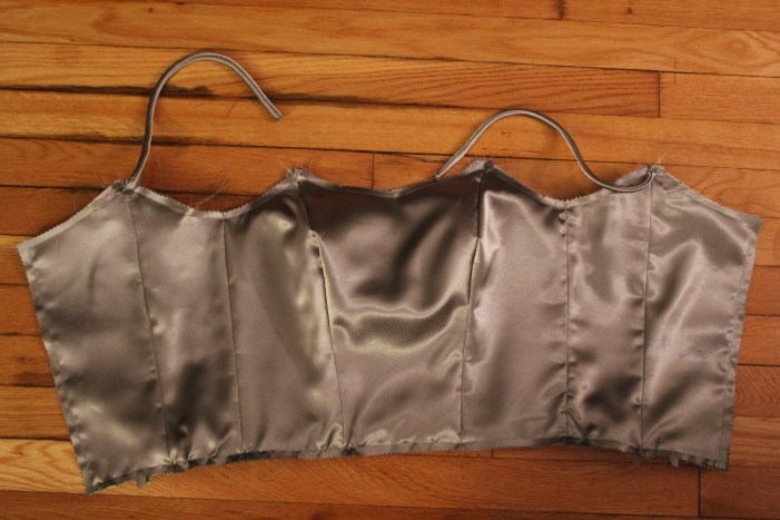 Finally I attached the straps and the lining (which is the same fabric as the outer fabric)