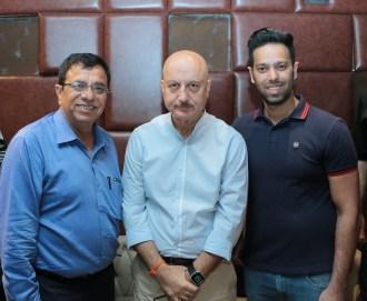 Vijay Arora, Anupam Kher & Tarun Arora @ Niche Lounge & Bistro (L-R)