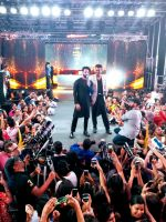 Shahid Kapoor with host Siddharth Kannan at IIFA Stomp (4)