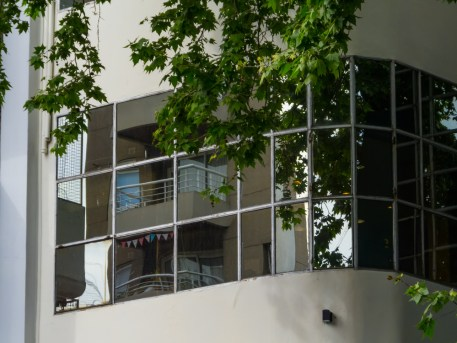 windows in a commercial building - Are Clean Windows Really That Important?