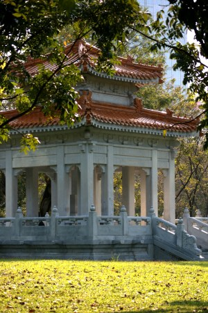 Lumpini Park Temple 8671-2016 Copyright Shelagh Donnelly