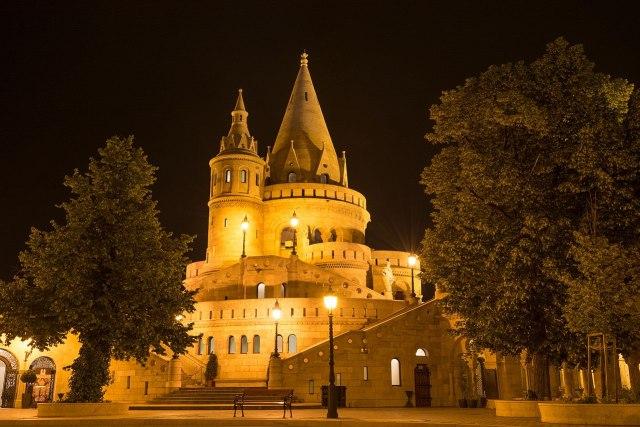 1280px-fisherman27s_bastion2c_budapest_by_night_-_panoramio_28629