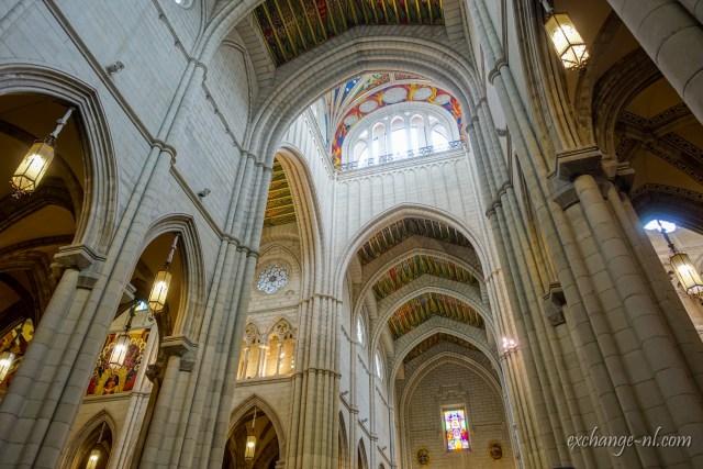 阿穆德納聖母主教座堂內部