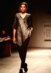 a-model-walks-the-ramp-displaying-an-outfit-by-397471