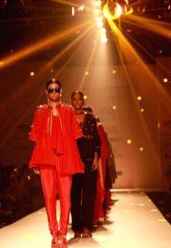 models-showcase-the-creations-of-fashion-designer-397707