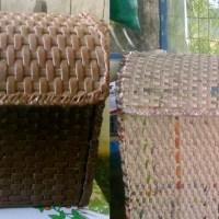 Cestas y cajas con papel
