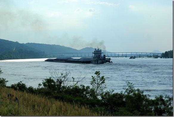 tug_on_the_Arkansas_River_below_big_dam_bridge