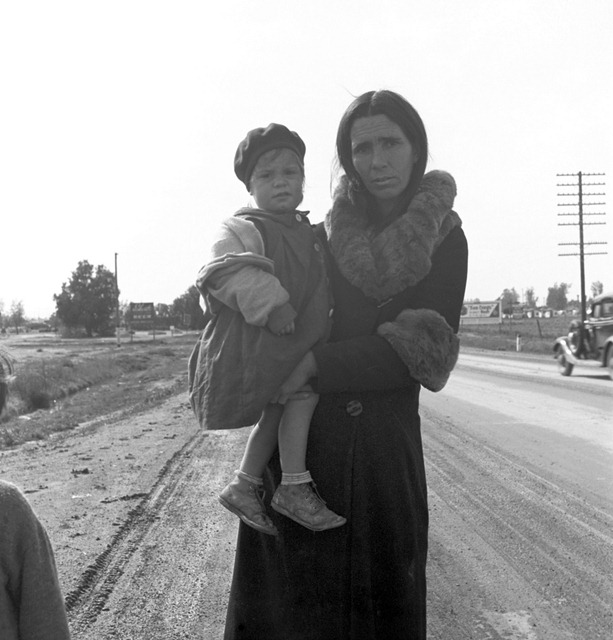 Homeless mother and youngest child of seven walking the highway from Phoenix, Arizona