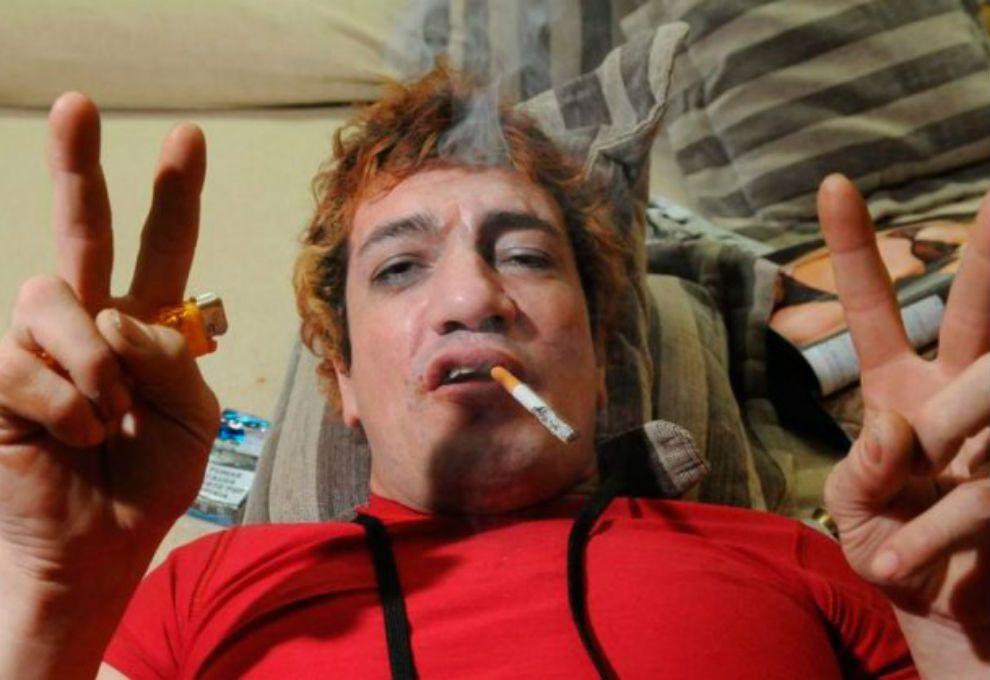 Chocó Pity Álvarez con su moto: está internado con fractura de cadera