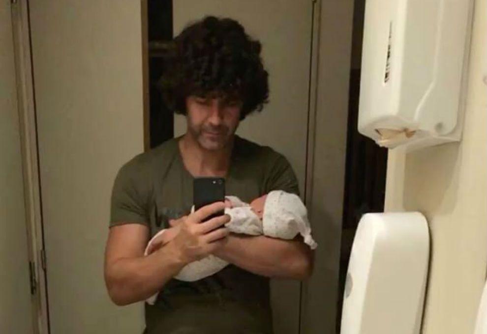 Mariano Martínez presentó a su hija junto a Camila Cavallo — Nació Alma