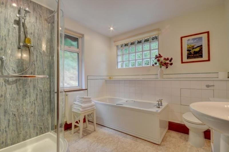 Chauffeur's Cottage - Bathroom